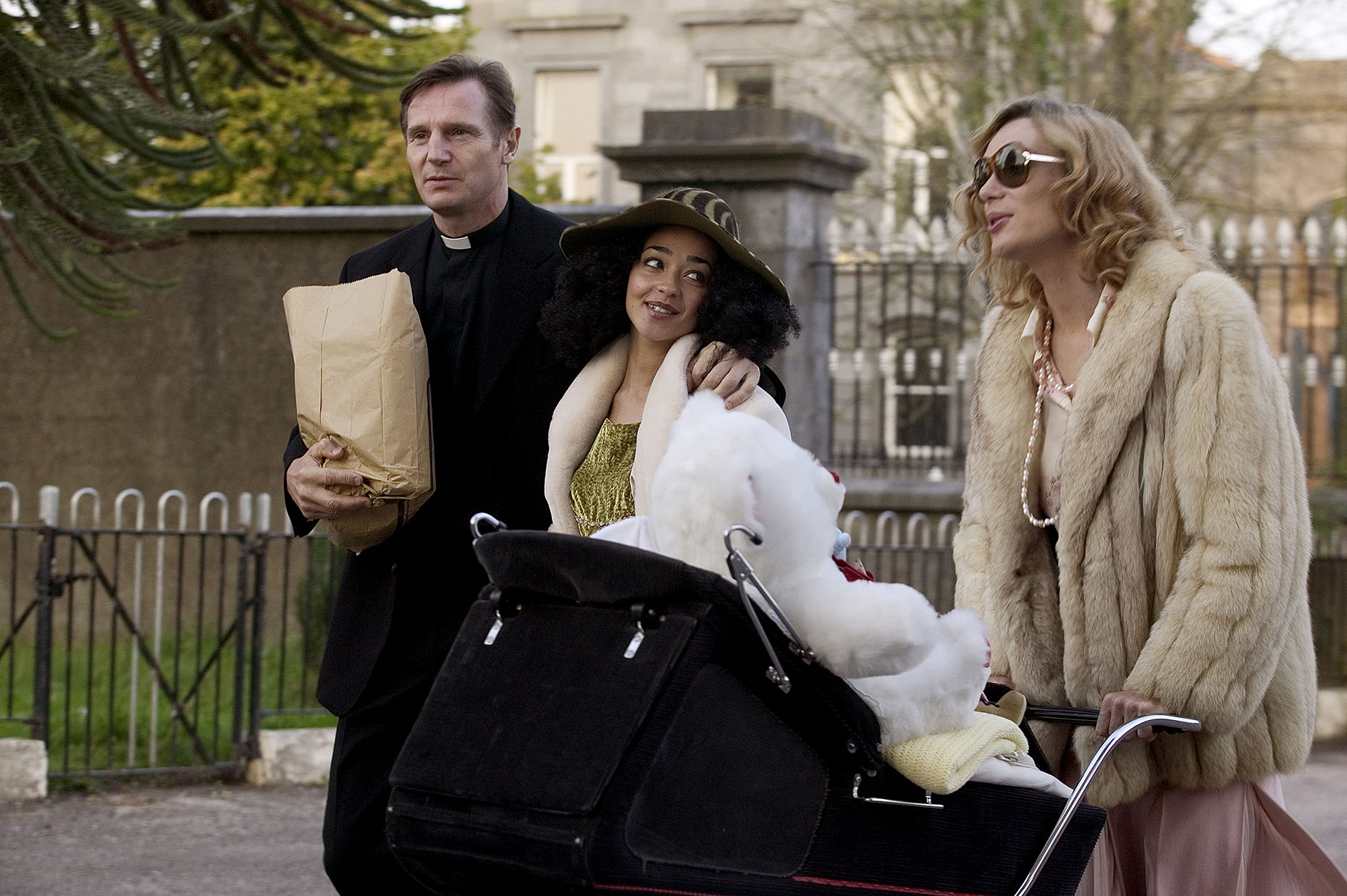 BREAKFAST ON PLUTO : Liam Neeson, Ruth Negga and Cillian Murphy (2)