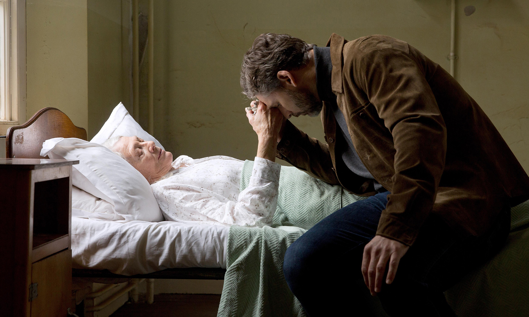 THE SECRET SCRIPTURE : Vanessa Redgrave and Eric Bana
