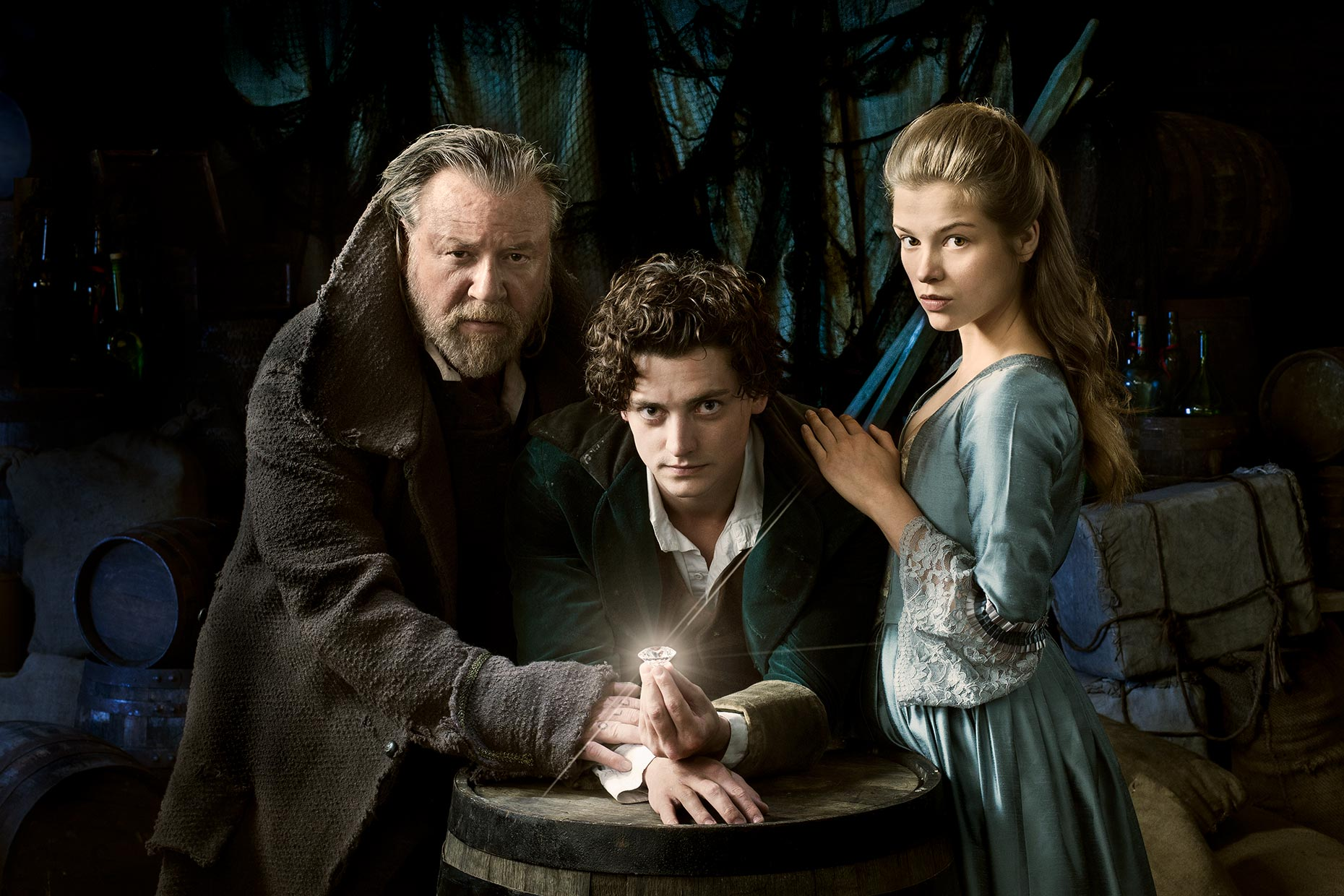 MOONFLEET: Ray Winstone, Aneurin Bernard and Sophie Cookson