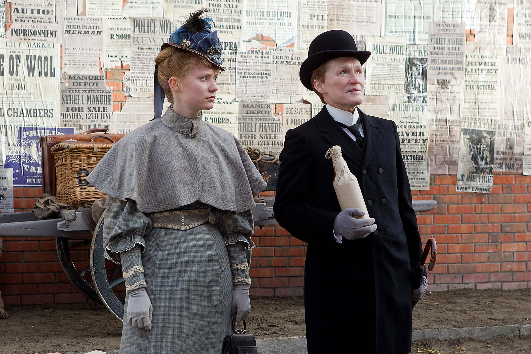 ALBERT NOBBS : Mia Wasikowska and Glenn Close (4)