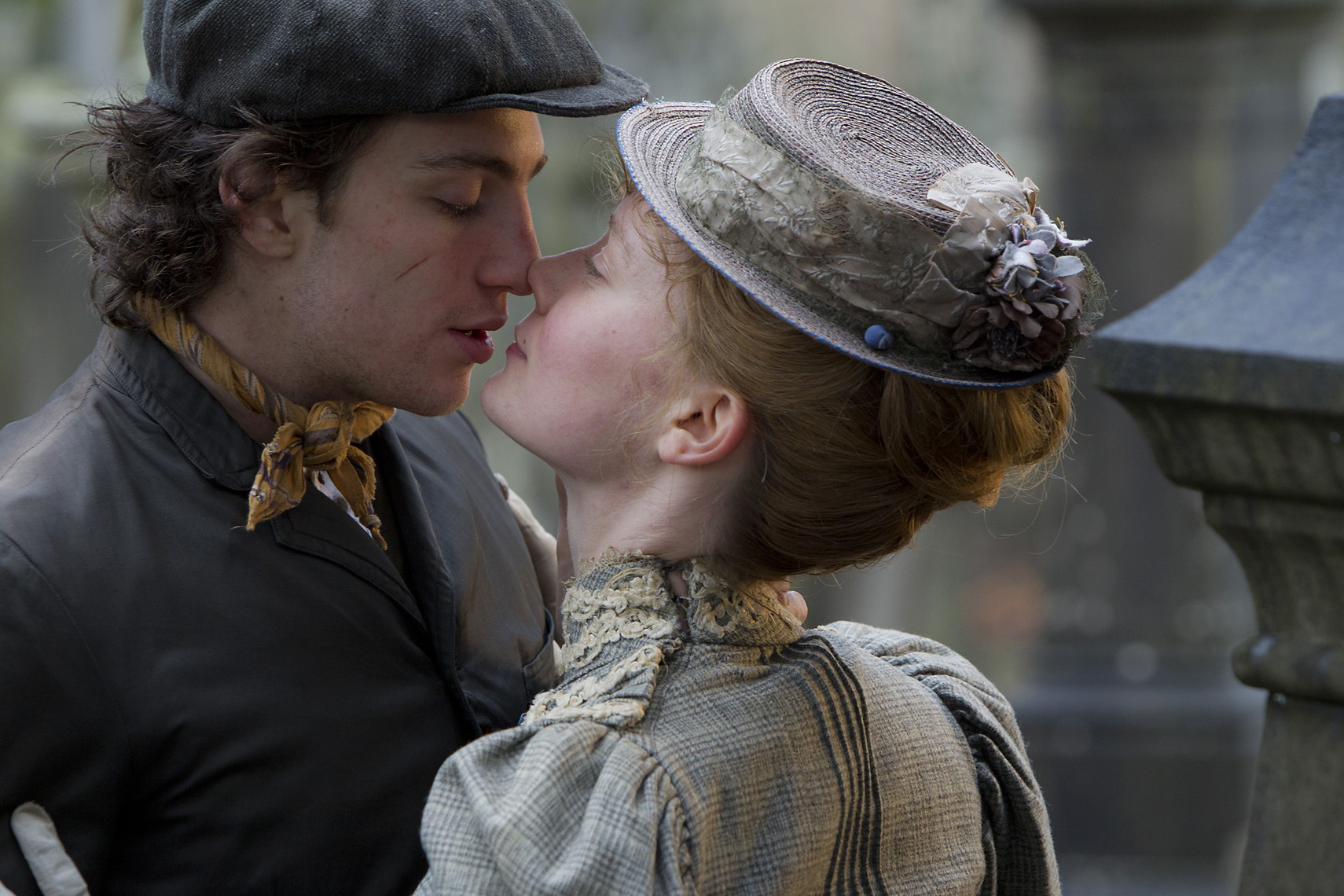 ALBERT NOBBS : Aaron Taylor-Johnson and Mia Wasikowska (2)