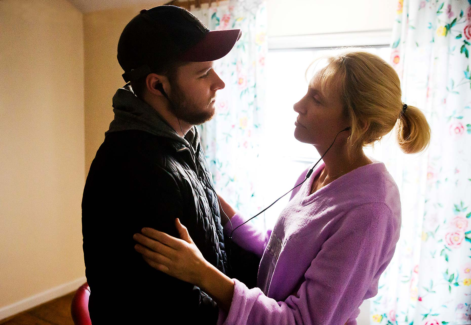 GLASSLAND : Jack Reynor and Toni Collette  (1)