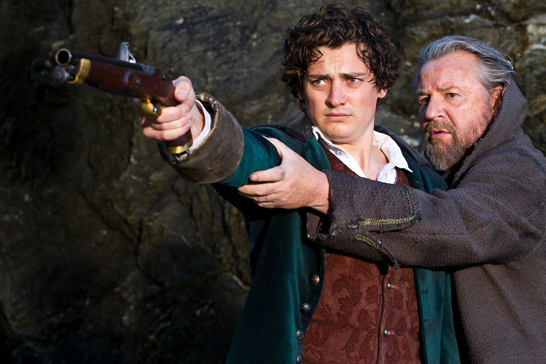 MOONFLEET : Aneurin Bernard and Ray winstone