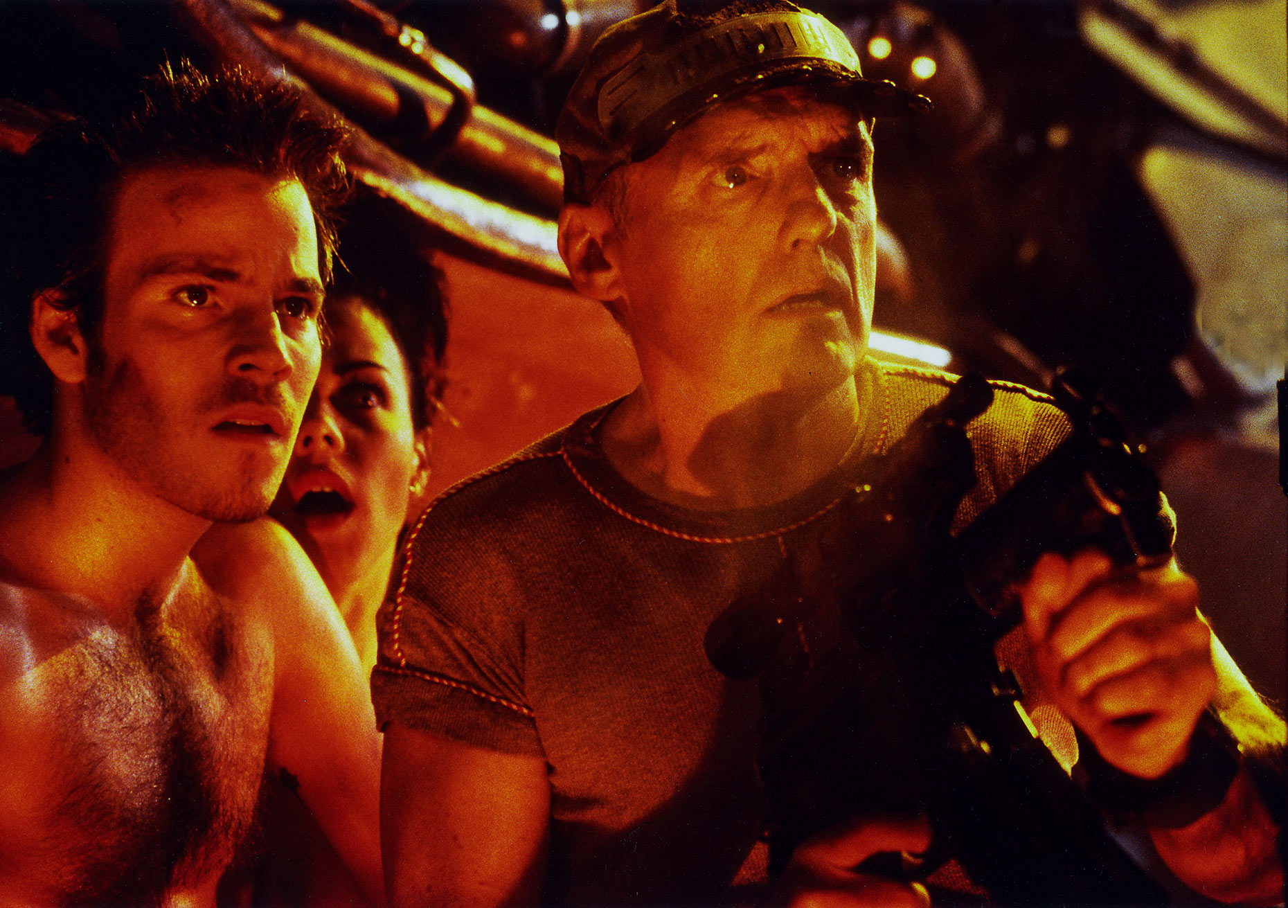 SPACE TRUCKERS : Stephen Dorff, Debi Mazar and Dennis Hopper